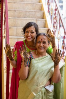 mehendi_happy_mother_daughter.jpg